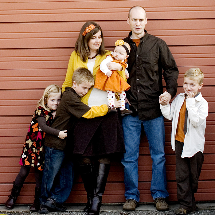 What to wear in family pictures Fall family photo clothing ideas